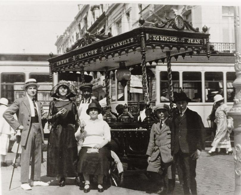 Het ijskarretje van Jean Di Michelle, 1900 - bron: Beeldbank Oostende